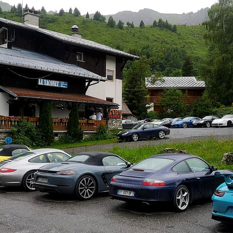Des Porsches en balade