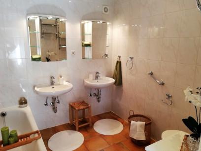 Badezimmer 2).jpg