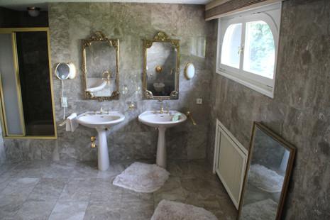 Badezimmer  (3).JPG