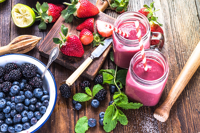 Preparation of antioxidant and refreshing smoothie, well being and weight loos concept. On