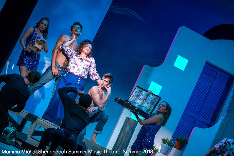Ensemble in Mamma Mia!