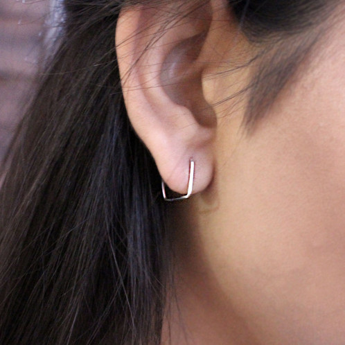 These Tiny Square Hoop Earrings Are Ultra Chic And Modern