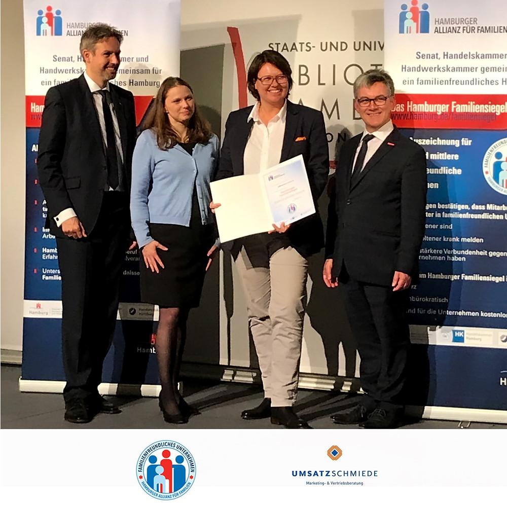 Hamburger Familiensiegel Allianz für Familien Hamburg Siegel Auszeichnung Work-Life-Balance Arbeitnehmerbindung Arbeitgebermarketing UMSATZSCHMIEDE Marketingberatung Vertriebsberatung