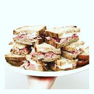 proper sandwiches ☝🏻 these ham hock + e