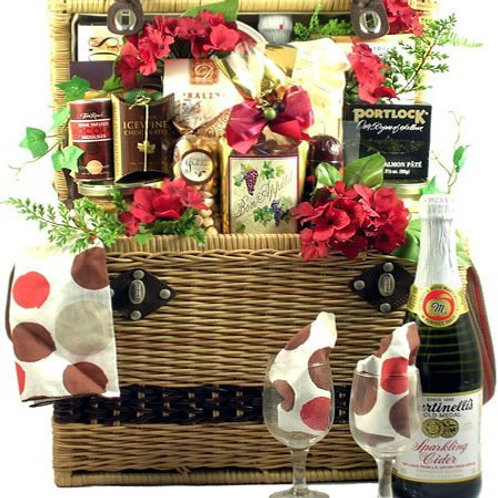 Ultra Deluxe Picnic Basket
