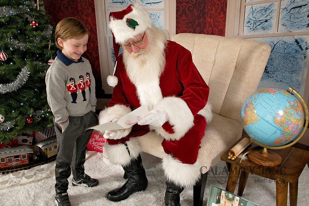 The Las Vegas Santa Experience - hand deliver your letter to Santa!