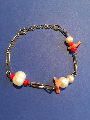 Bracelet maille orné de coraux et de perles