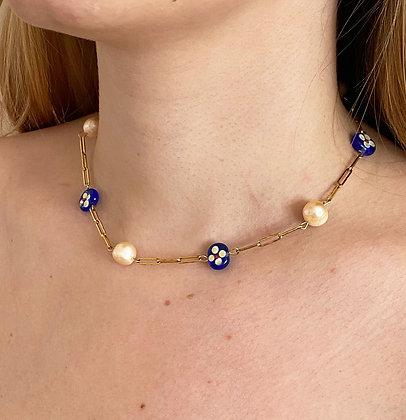 Collier orné de perles et pierres