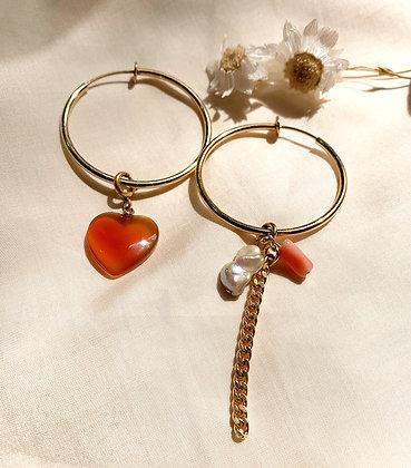 Créoles clips asymétriques coeur, corail et perle