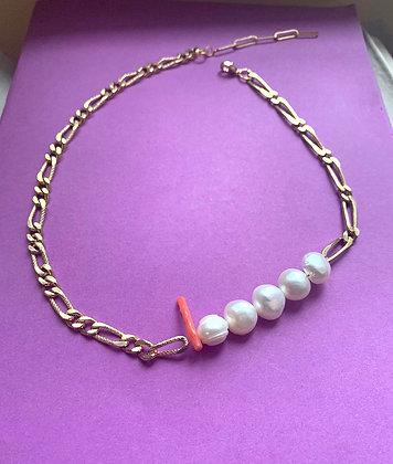 Collier orné de 5 perles et corail