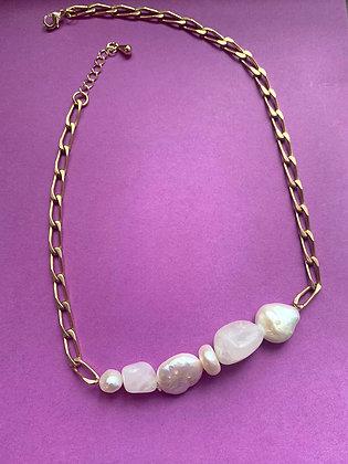 Collier orné de perles et quartz