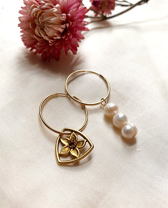 Créoles asymétriques fleur et perles