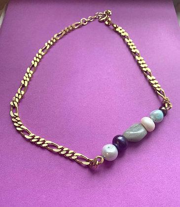 Collier orné de 5 perles vert et bleu