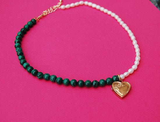 Collier bicolore perles et malachites orné d'un pendentif coeur