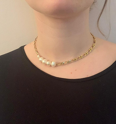 Collier orné de 5 perles