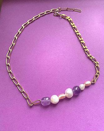 Collier orné de perles et améthystes