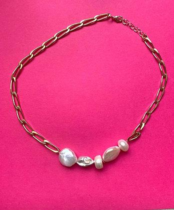 Collier orné de 5 perles irrégulières