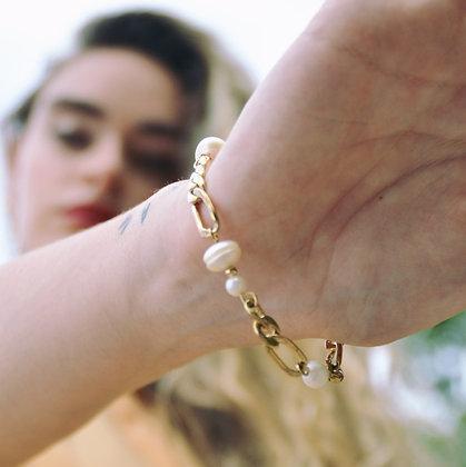 Bracelet en plaqué or orné de perles