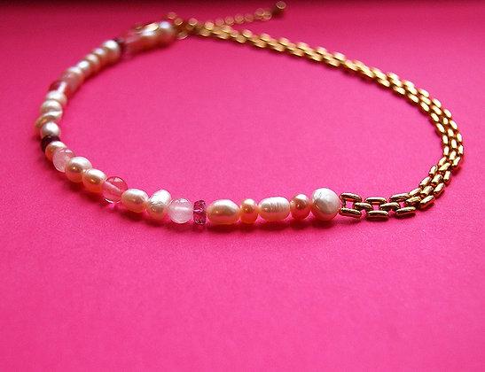 Collier mi-chaine mi-perles blanches et rose pastel