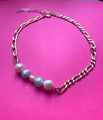Collier orné de 5 perles bleu et rose