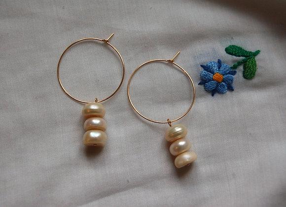 Créoles ornées de trois perles
