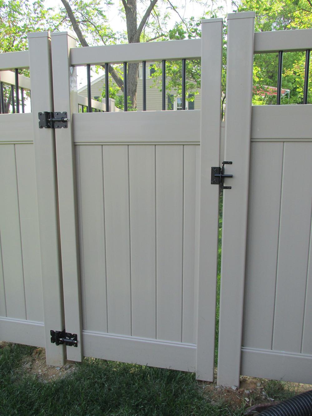 Privacy-gate-latch-hybrid-fence-vinyl-aluminum-liberty-mechanicsburg-install