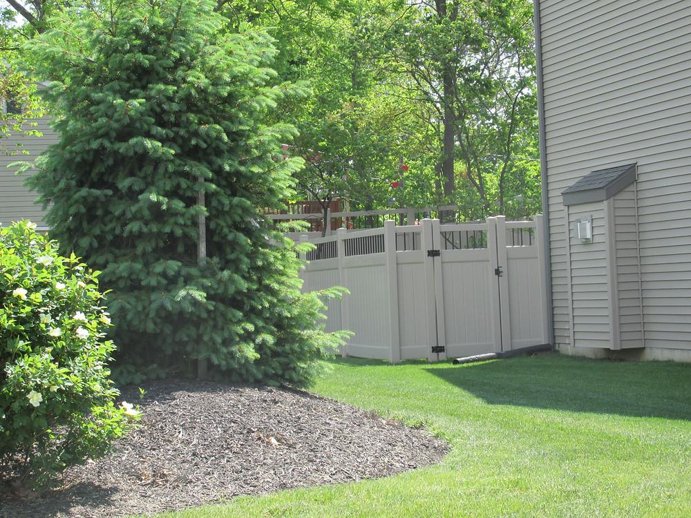 Landscape-backyard-privacy-fence-hybrid-vinyl-aluminum-installation-mechanicsburg