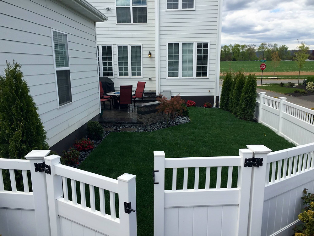 4-foot-high-yorktown-privacy-vinyl-pvc-fence-mechanicsburg-pennsylvania-pa-walden-corner-lot-landscaping-backyard
