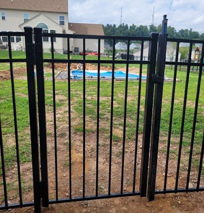 54in - ascot3ch - blk - pool gate - wolfe.jpg