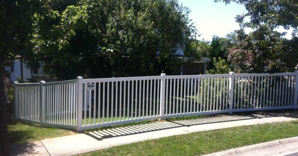 Vinyl PVC Yard Closed Picket Fence
