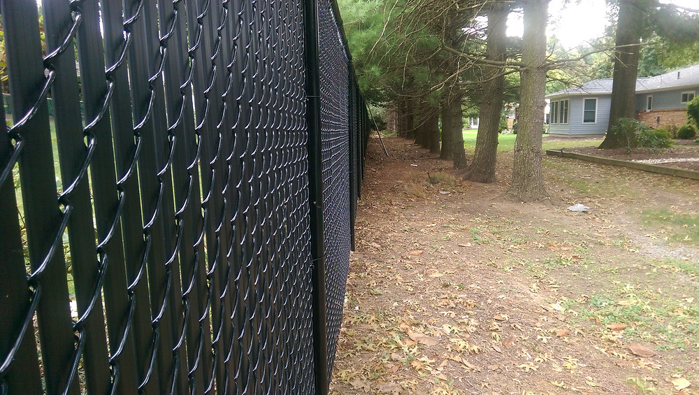 Security and Privacy Chain Link Fence Black Vinyl Coated with Black Privacy Slats