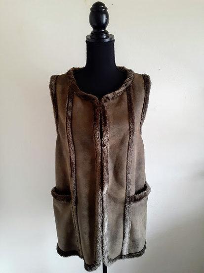 XXI (Forever 21) Faux Fur Vest