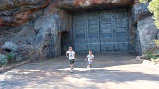Star Wars Galaxy's Edge | Disneyland | Sweet P and Sky