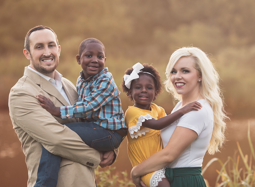 outdoor family pictures and portrait photography in Oklahoma City, Edmond, mustang, Piedmont, Yukon, jones, and Guthrie Oklahoma