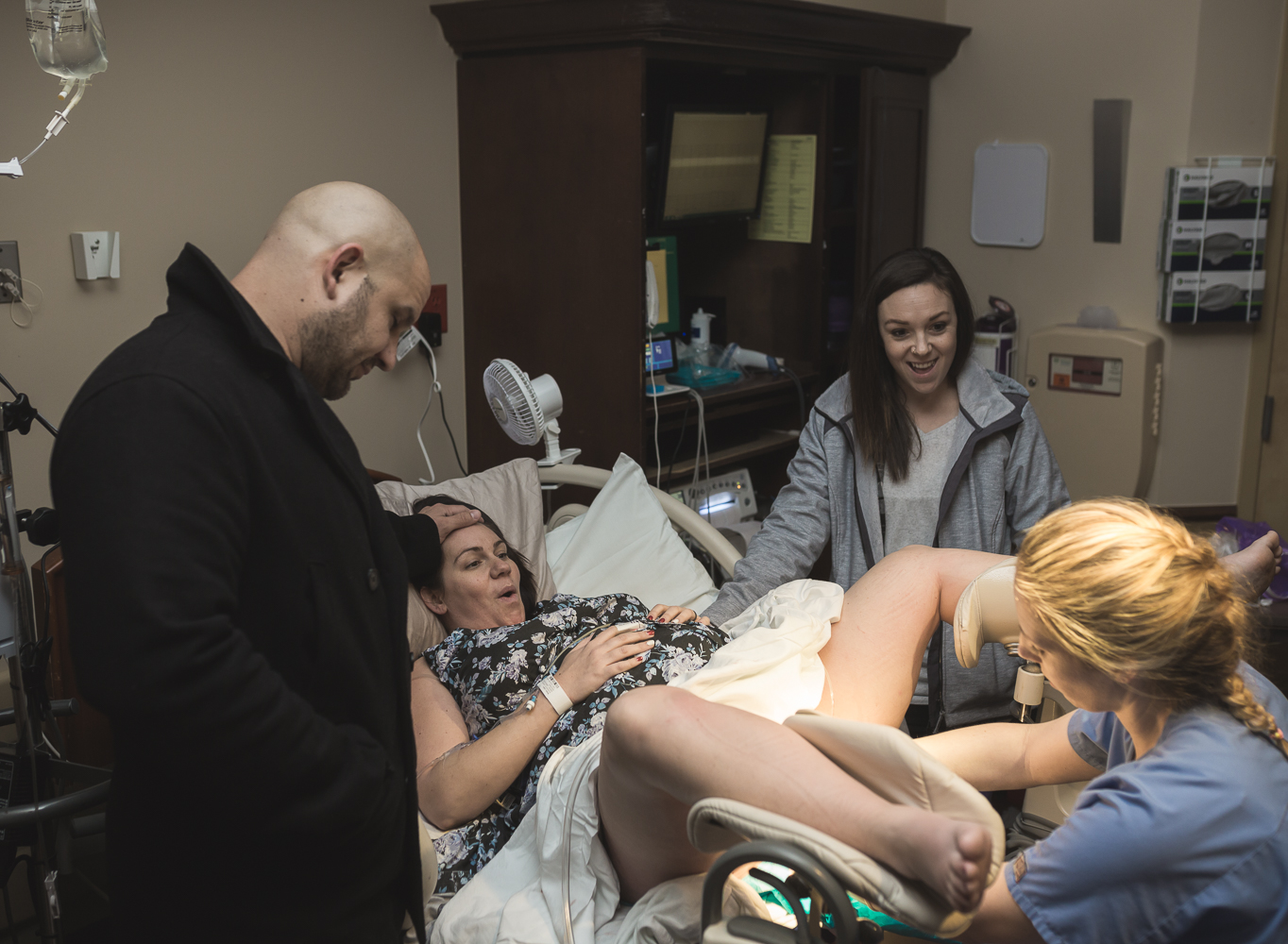 Oklahoma Birth Photographer captures fun moment from birth with Birth Doula