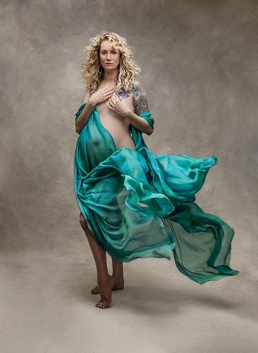 magazine quaility maternity pictures oklahoma city portrait studio with fabric