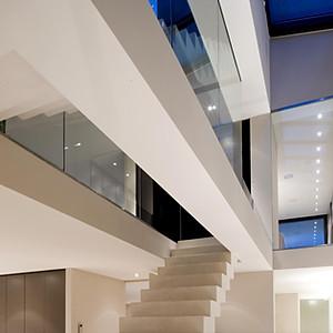 Modernste Architektur, warm und cosy