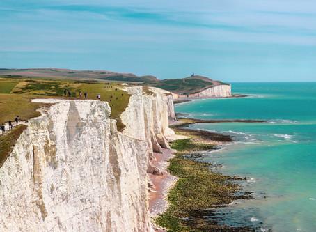 Túraútvonal a tenger fölé magasodó sziklák mentén: Seven Sisters