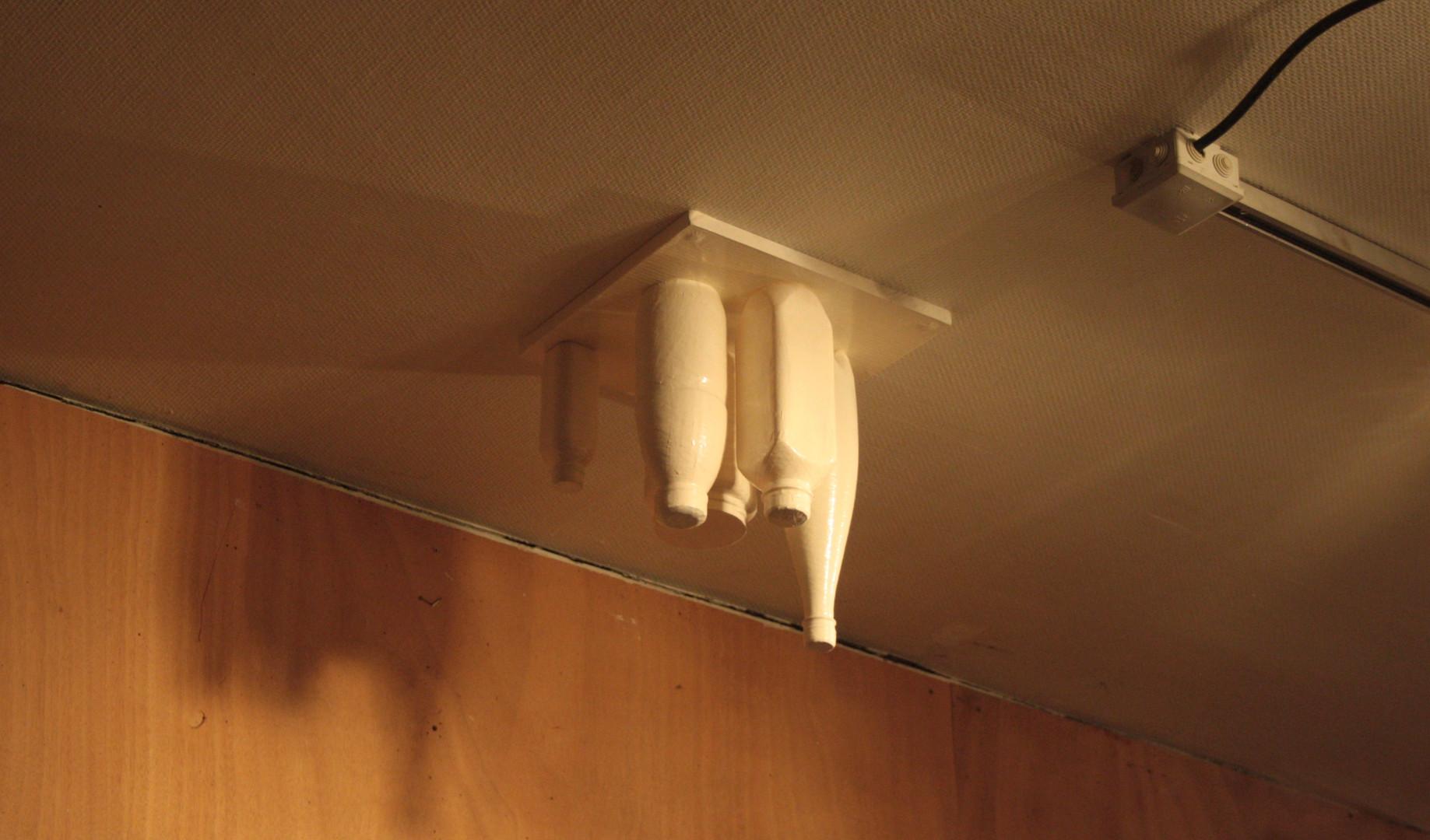 oggetti scocciati #1 (nature morte au plafond)