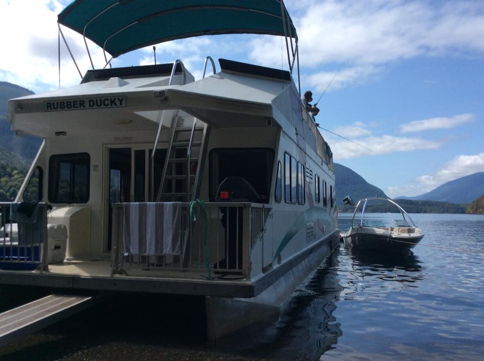 Houseboat on Sproat