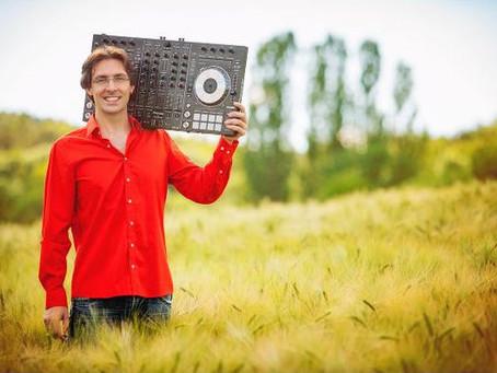 DJ-Portrait - DJ Fosco
