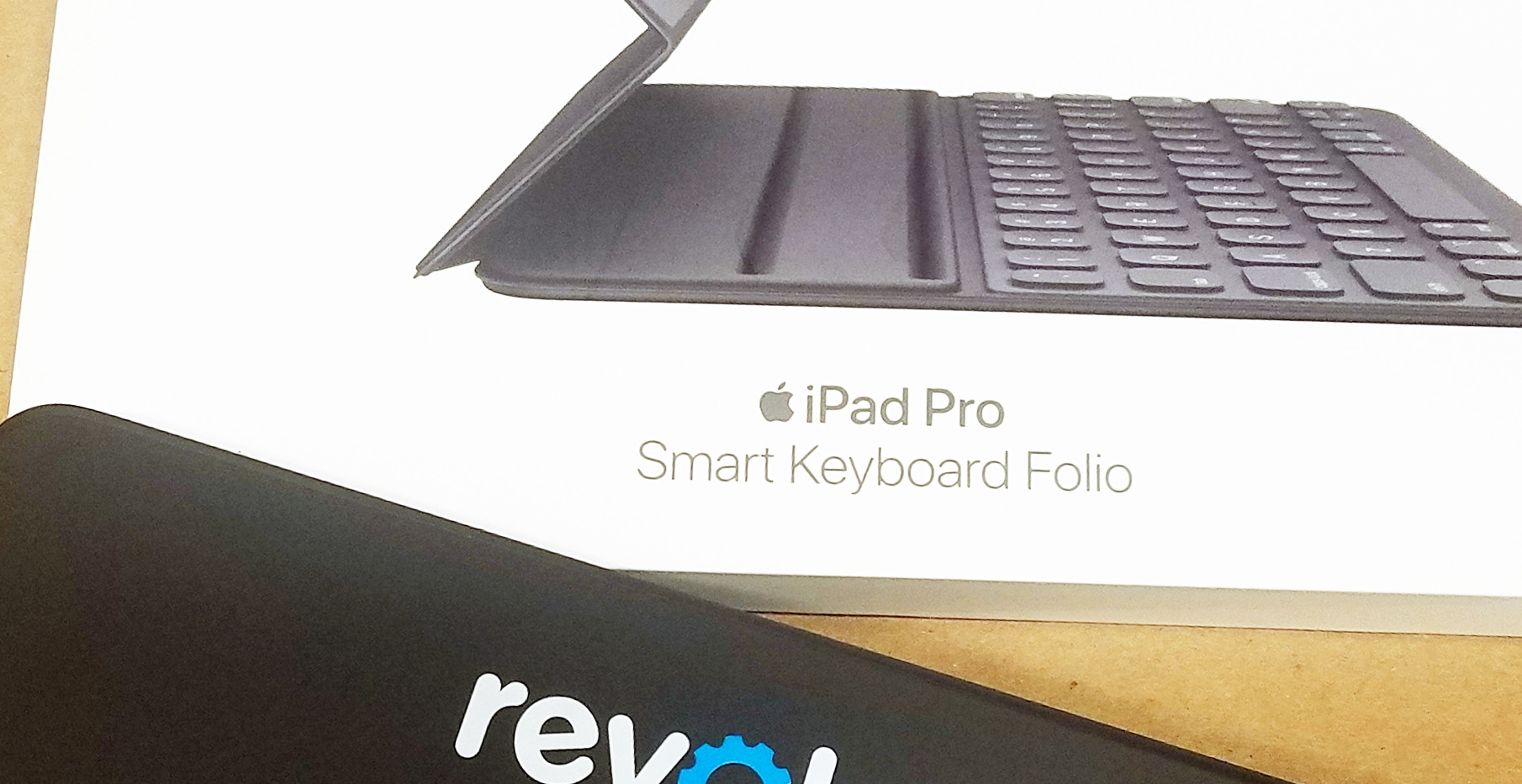 Revolos iPad Smart Keyboard