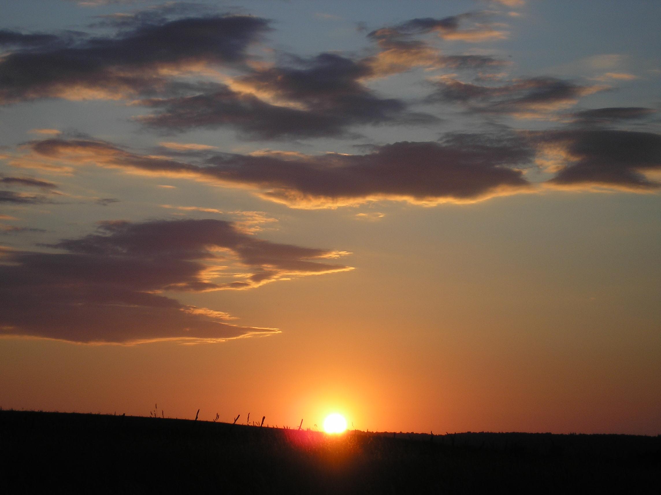 Zachód słońca z okna sypialni