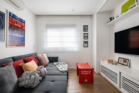 Sala de TV - Apto de um jovem casal, cheio de memórias afetivas e alguns elementos contemporâneos