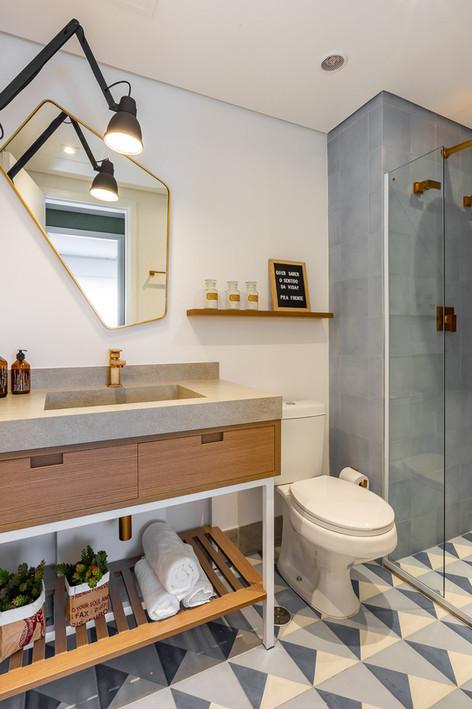 Banho Social - Primeiro apto de um jovem casal com elementos naturais e referências urbanas