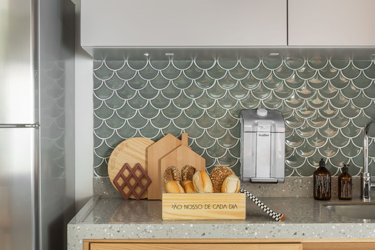 Cozinha - Primeiro apto de um jovem casal com elementos naturais e referências urbanas