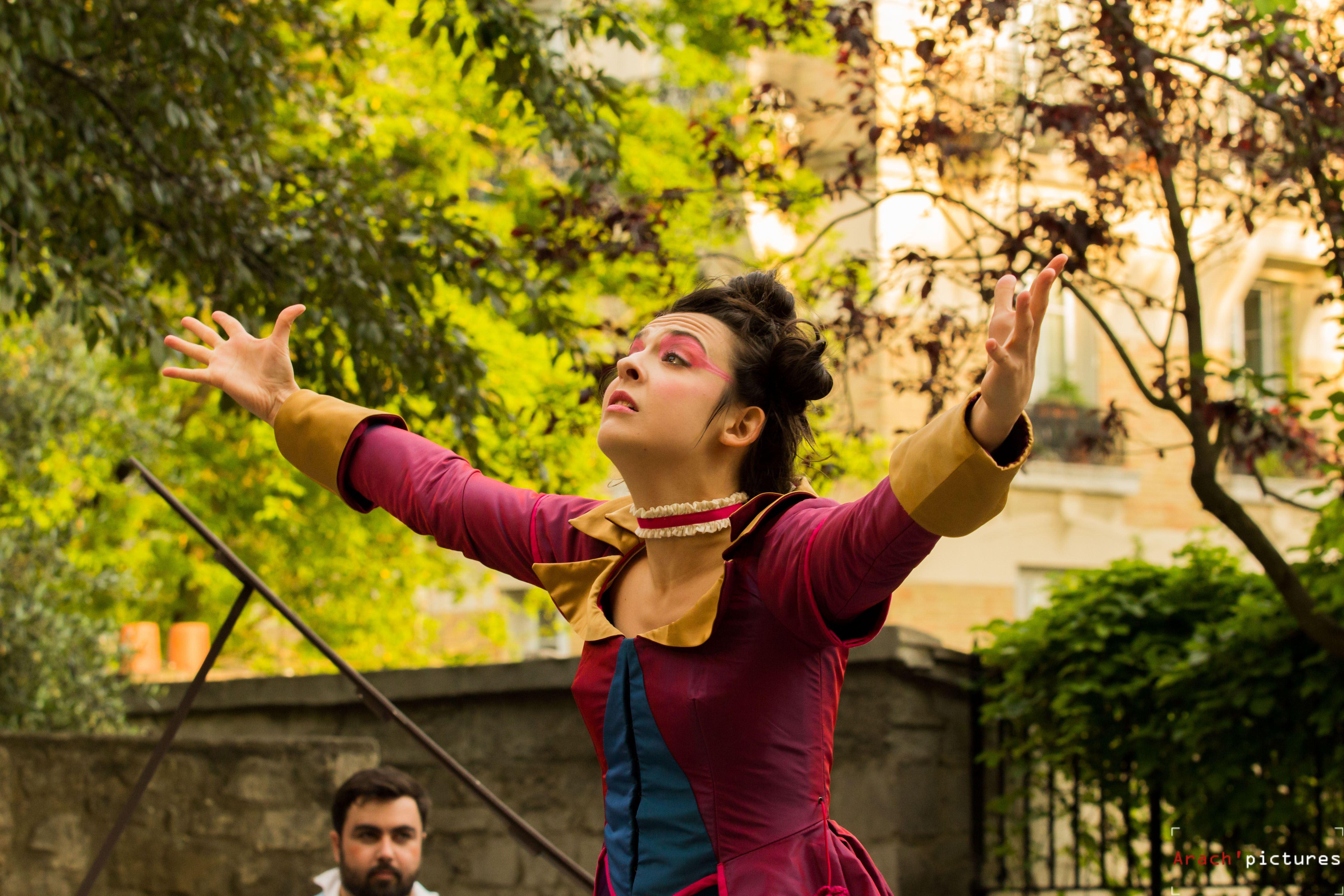 Les-Femmes-Savantes-Arenes-de-Montmartre-Belise
