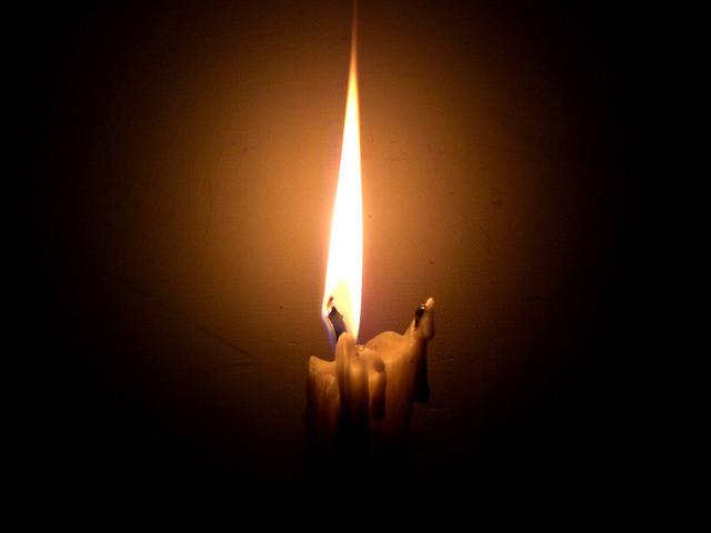 Uma chama moribunda não resiste à escuridão...