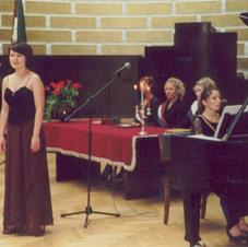 Taut! Diāna Baibusa un meit! Inga Šļubovska s!k! Staburadze 55 gadasvētku svinīgajā svētku aktā, 07.09.2002.