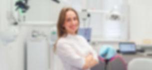 врач стоматолог гигиенист фотография.jpg